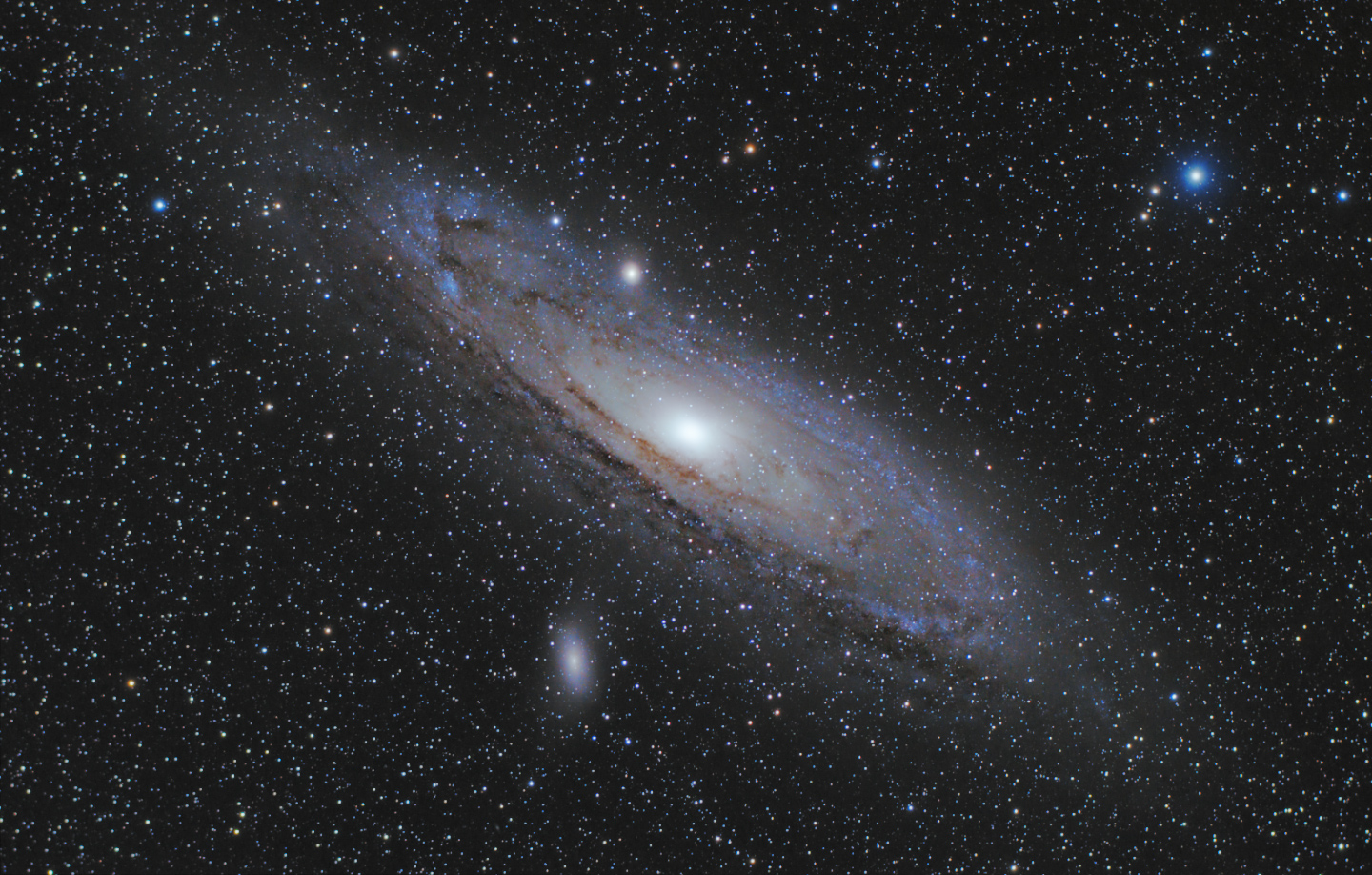 Andromeda Galaxy through Binoculars 15 X 70 - Pics about space